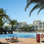 Günstige Last Minute Angebote für Fuerteventura im RIU Oliva mit Blick auf den Pool des Village