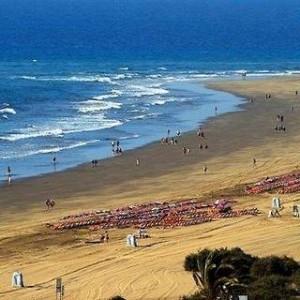 Lastminute Restplätze für den Lastminute Urlaub auf Gran Canaria in den Apartments Las Dunas. Hier: der Blick über den Strand und den Atlanischen Ozean