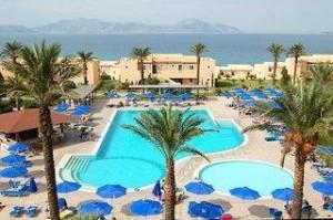 Last Minute Restplätze und last Minute Angebote für Kos - Horizon Beach Resort mit einem Bild von einem der beiden Pools