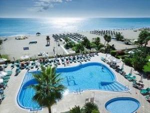Lastminute Angebote und lastminute Restplätze für den Lastminute Urlaub in Spanien an der Costa del Sol im Amaragua. Hier: die Aussenansicht mit Blick auf den Pool, den Strand und das Mittelmeer