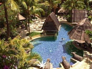 Lastminute Restplätze für Lastminute Reisen nach Bali - Ramada Resort Benoa mit Blick auf den Gartenpool
