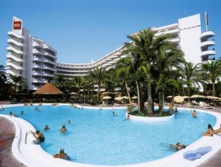 Last Minute Angebote für den Last Minute Urlaub auf Gran canaria das RIU Flamingo mit Blick auf das Hotel und den Pool
