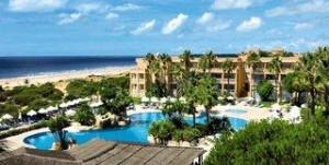Last Minute Angebote und Last Minute Restplätze für den Last Minute Urlaub in Spanien - Costa de la Luz - die Hipotels Barrosa Park -  das Luftbild verschaftf einen Überblick