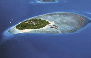 Last Minute Angebote für den Last Minute Urlaub auf den Malediven im Fihalhohi Island Resort ein Blick auf die Insel aus der Luft