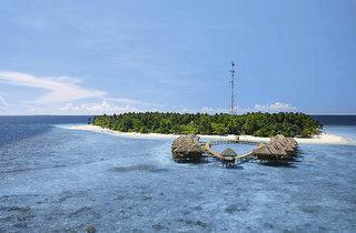 Lastminute Angebote und lastminute Restplätze für die Malediven - das Fihalhohi Island Resort mit Blick auf die Wasserbungalows