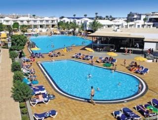 Last Minute Angebote für den Last Minute Urlaub auf Lanzarote in den Floresta Appartments mit blick auf den Pool und die Appartments