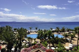 Last Minute Restplätze für den Last Minute Urlaub auf Lanzarote - Natura Palace mit Blick auf den Pool und den Atlantik