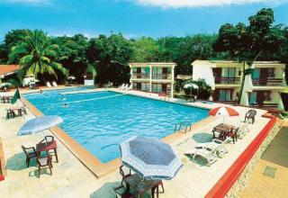 Last Minute Angebote für Ihre Last Minute Reisen nach Kuba - Islazul San Juan Villa eine Außenaufnahme mit den Villen und dem Pool