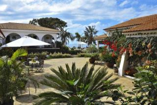 Last Minute Angebote für last Minute Reisen und Ihren Last Minute Urlaub auf Teneriffa - Casa Rural Malpais mit einem Blick in den Innenhof des Gutes
