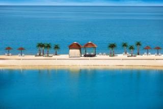 Last Minute Angebote und Last Minute Restplätze für die VAE - The Cove Rotana Resort in Ras el Khaimah mit Bick auf die Lagune und den Strand