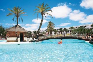 Last Minute Restplätze für den Last Minute Urlaub auf Lanzarote im H10 Lanzarote Gardens mit Blick auf die Poollandschaft
