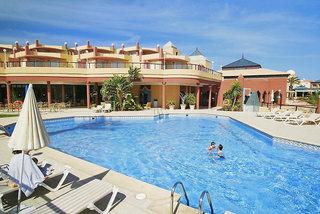 Last Minute Urlaub auf Fuerteventura in den Esmeralda Maris Bungalows mit einem Blick auf den Pool und die Unterbringung