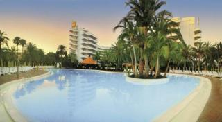 Last Minute Reisen nach Gran Canaria - RIU Papayas über den Pool fotografiert