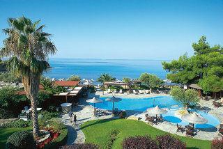 Last Minute Urlaub in Griechenland im Anthemua Sea Beach mit einem Blick auf den Pool am Strand