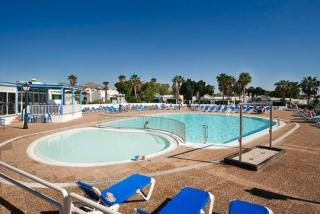 Last Minute Angebote für den Last Minute Urlaub auf Lanzarote in der  Bungalow- Anlage Hyde Park Lane mit Blick auf einen Pool