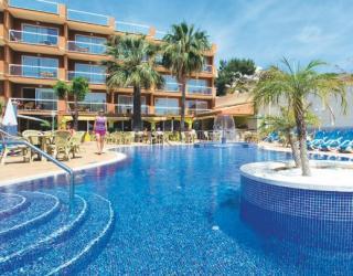 Last Minute Urlaub auf Mallorca im Aparthotel Paguera Beach mit Blick auf den Pool und die Appartments