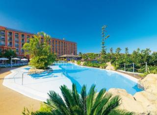 Last Minute Angebote auf Teneriffa im Las Aguilas mit Blick auf einen Pool und das Hotel