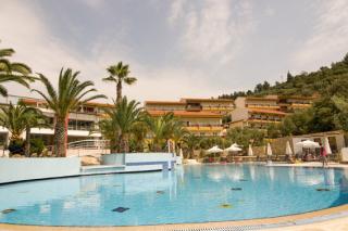 Last Minute Urlaub in Griechenland im Lagomandra & Spa mit einem Bild vom Pool und der Unterbringung