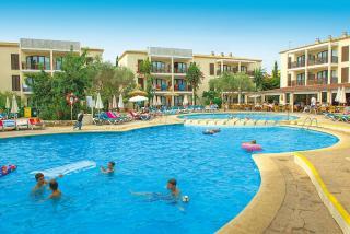 Last Minute Angebote für Mallorca im Protur Floriana Resort mit einem Blick auf den Pool und die Unterbringung