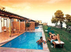 Last Minute Restplätze für Griechenland im Alia Plalace mit Blick auf Bungalows mit eigenem Pool