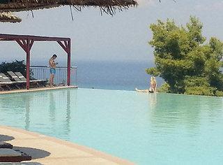 Last Minute Angebote für Griechenland im Alia Plalace mit Blick auf den Pool und das Meer