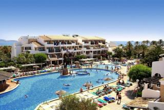 Last Minute Urlaub auf Ibiza im Club Bahamas mit einem Blick auf die Anlage