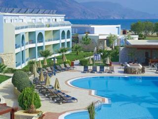 Last Minute Angebote für Kreta im Mythos Palace mit Blick auf den Pool und die Unterbringung