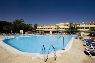 Last Minute Urlaub auf Fuerteventura im Aparthotel Playa Park am Pool mit einer Außenansicht