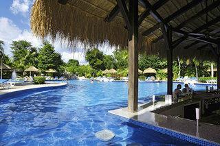 Last Minute Restplätze für Mexico im RIU Tequila Clubhotel mit einem Blick von der Swim up Bar in einem Pool