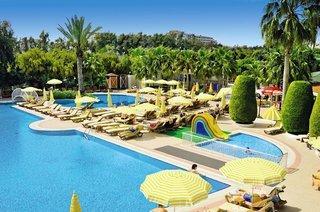Last Minute Angebote für einen Last Minute Urlaub in der Türkei im Febeach mit Blick auf einen Pool
