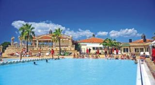 Türkei im Club Resort Atlantis mit Blick auf einen Pool