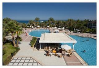 Ägypten - Grand Hotel Hurghada mit einem Blick auf den Pool