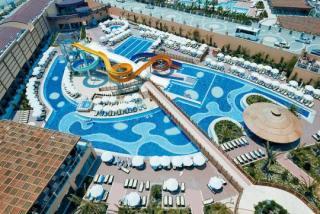 Türkei - Villa Side Residenz mit Blick auf den Pool und die Rutschen