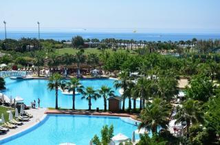 Türkei - Barut Lara mit Blick auf einen Pool
