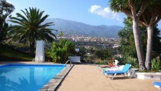 La Palma - App Miranda mit Blick auf Pool und Berge