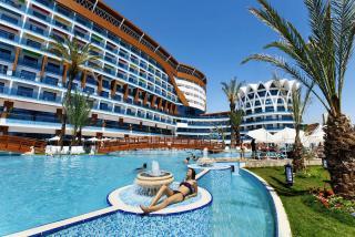 Türkei - Granada Luxury Resort & Spa mit Blick auf einen Pool