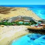 Last Minute Restplätze für last Minute Reisen nach Fuerteventura ins RIU Palace Tres Islas -Blick auf den Pool