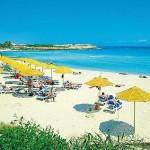 Last Minute Restplätze für den perfekte Last Minute Urlaub aufZypern im Aeneas Resort und Spa mit einem Bild vom Strand